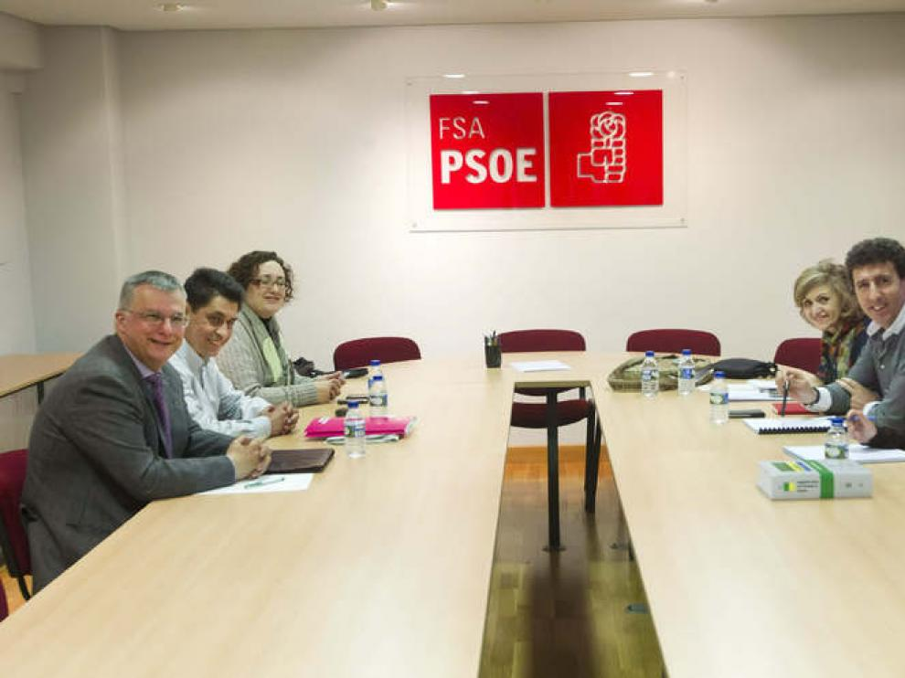 Reunión entre los representantes de ambas formaciones