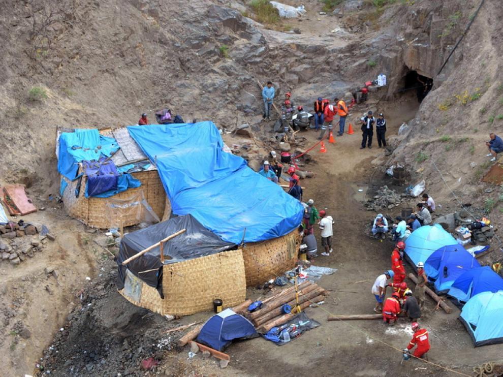 Labores de rescate a la entada de la mina