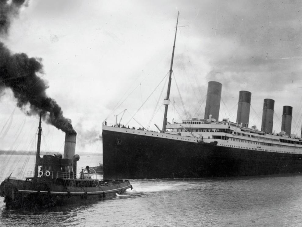 El Titanic, en el momento de abandonar el puerto de Southampton en 1912