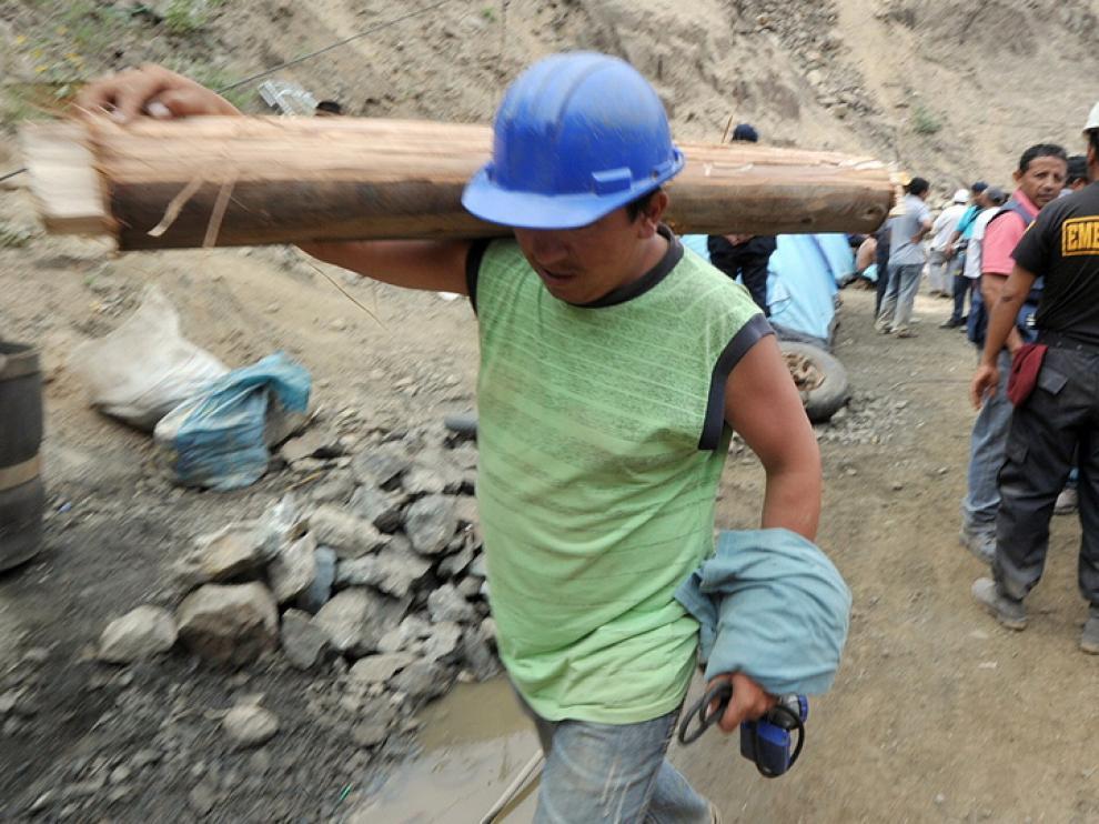 Trabajos de rescate en la mina de Ica