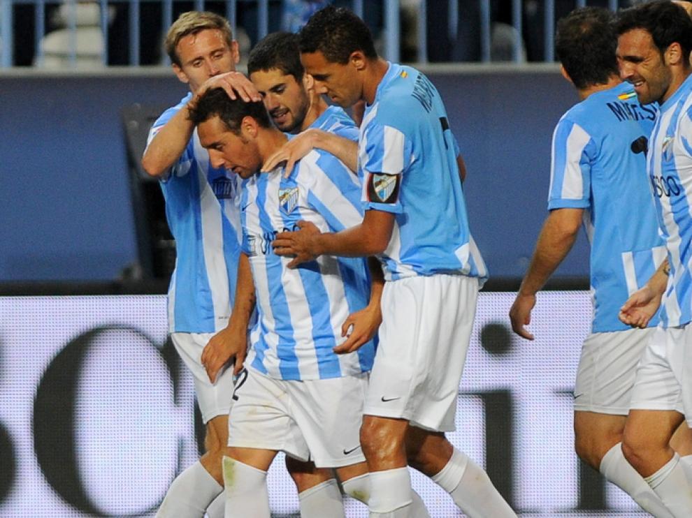 Los jugadores del Málaga celebran la victoria ante el Racing de Santander.