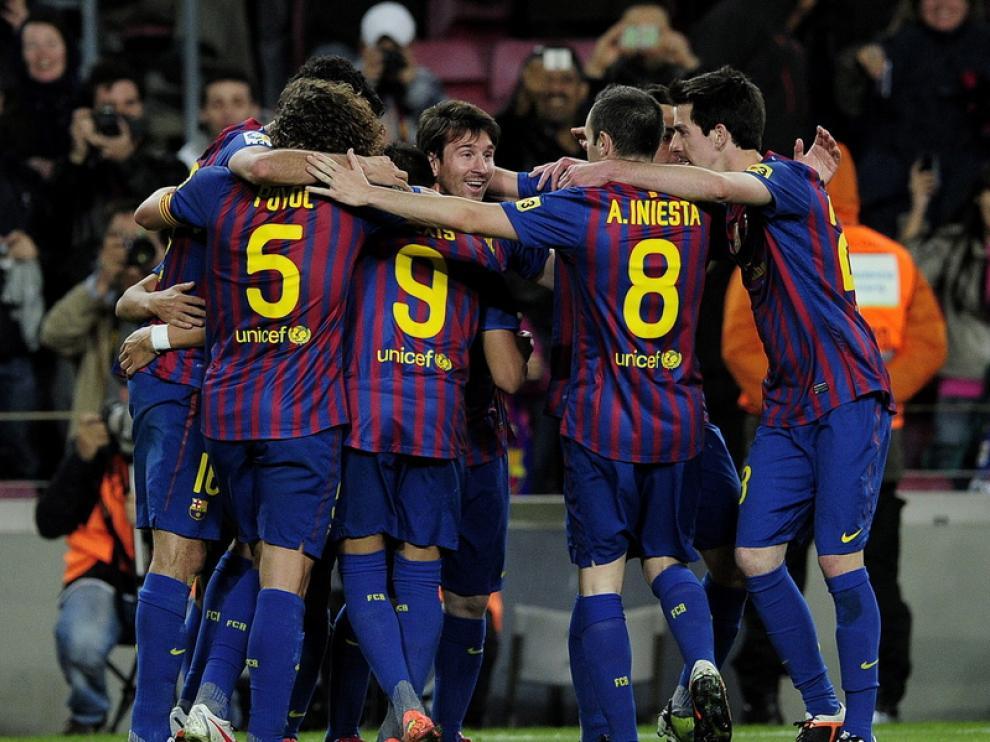 El equipo culé celebra la victoria.