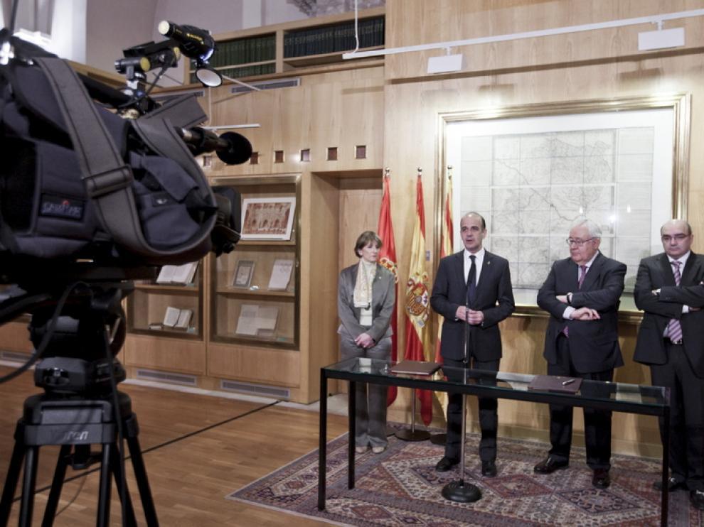 Firma de un convenio entre Aragón y Navarra