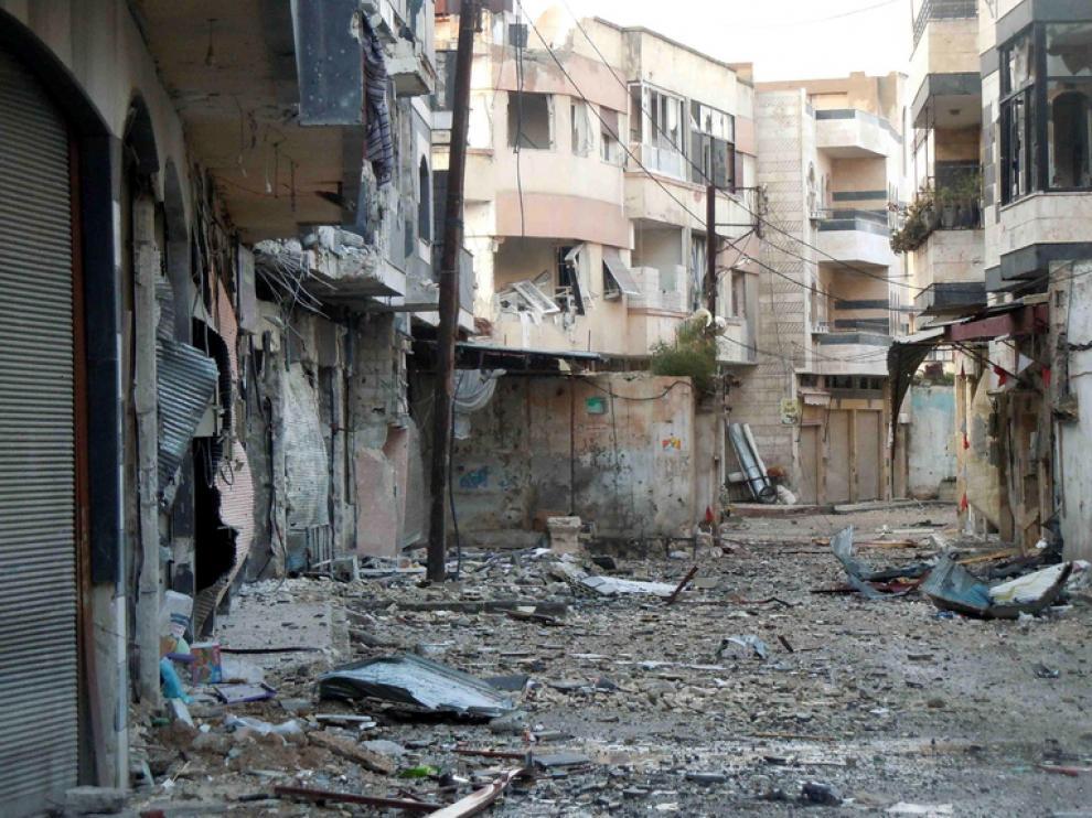 Estado de una de las calles de Homs tras un bombardeo