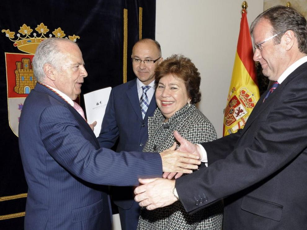 María Luisa Cava, en el centro de la imagen