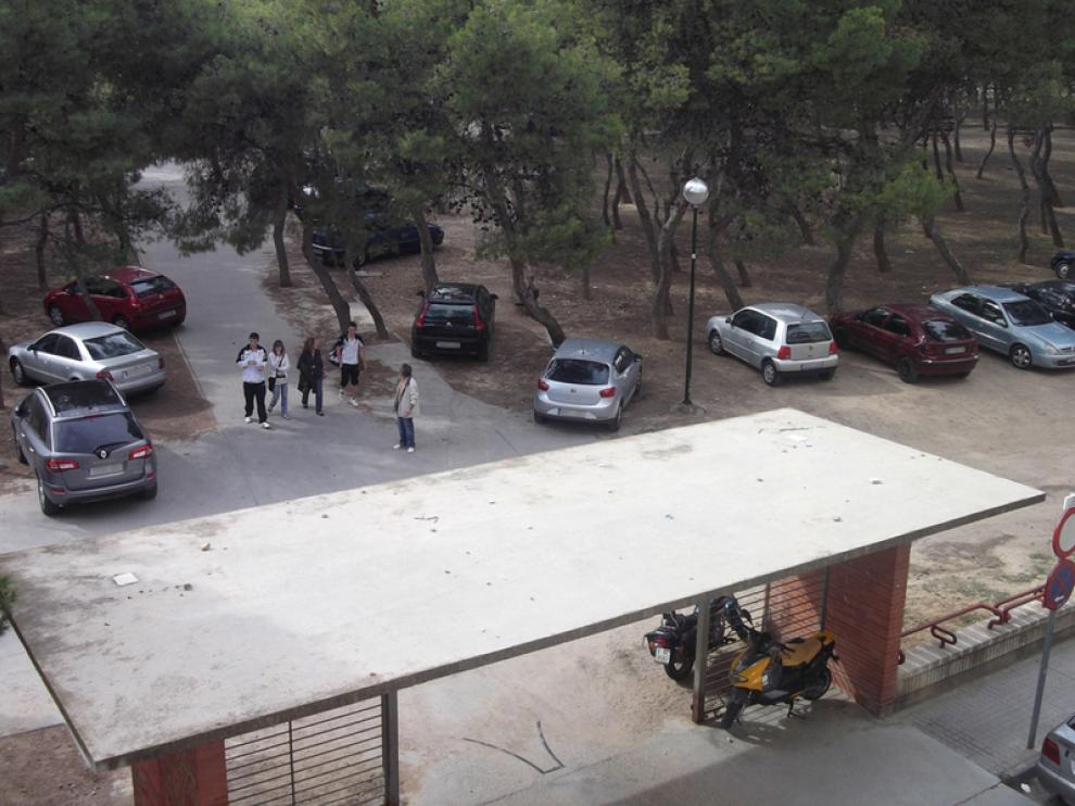 Coches aparcados en los Pinares