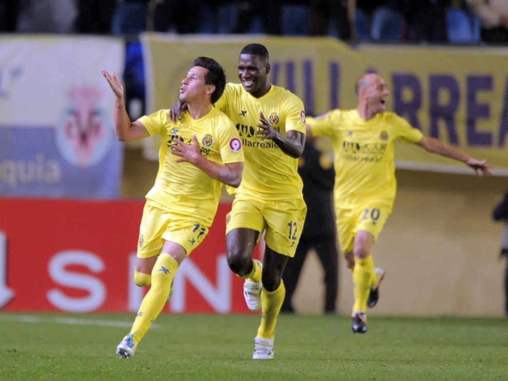 Los jugadores del Villarreal celebran el gol de la victoria