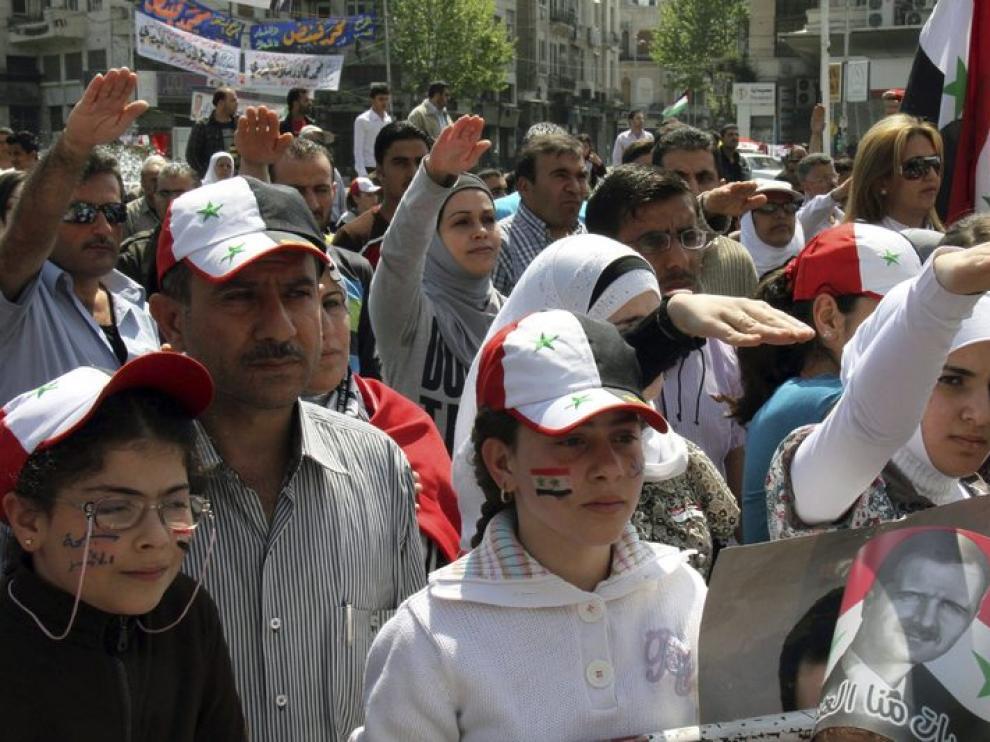 Un grupo de personas apoya al presidente sirio