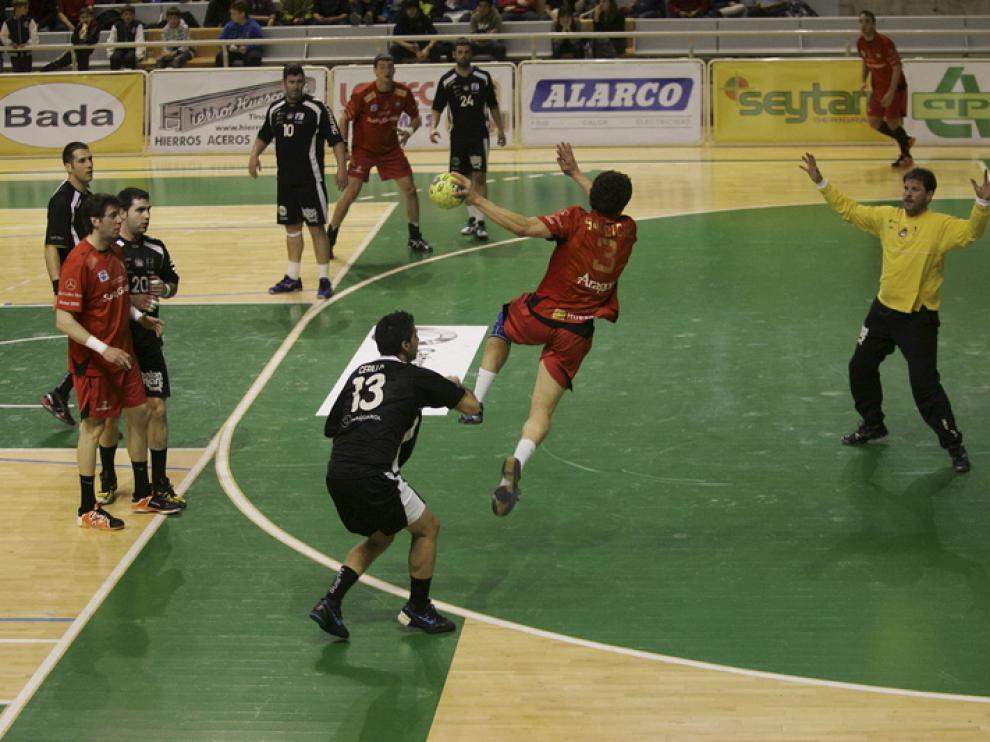 El BM Huesca, durante un partido