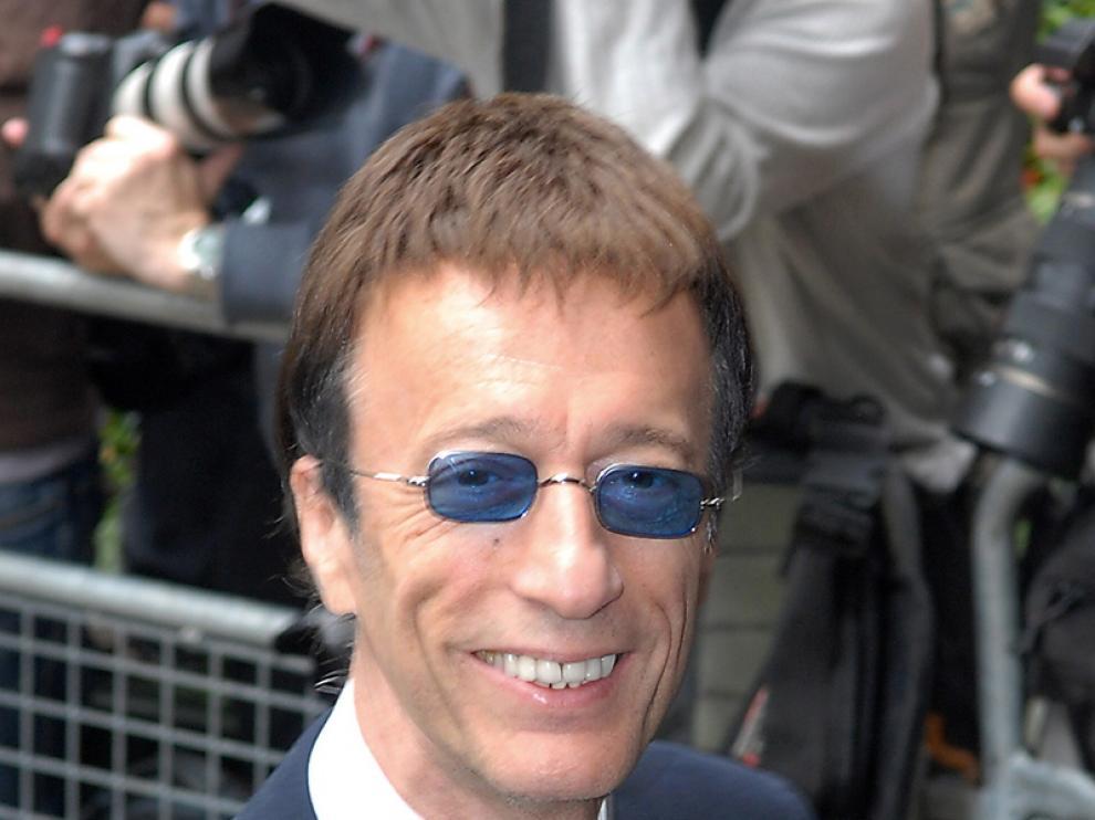 Robin Gibb, ex miembro de los Bee Gees, está hospitalizado en estado de coma.