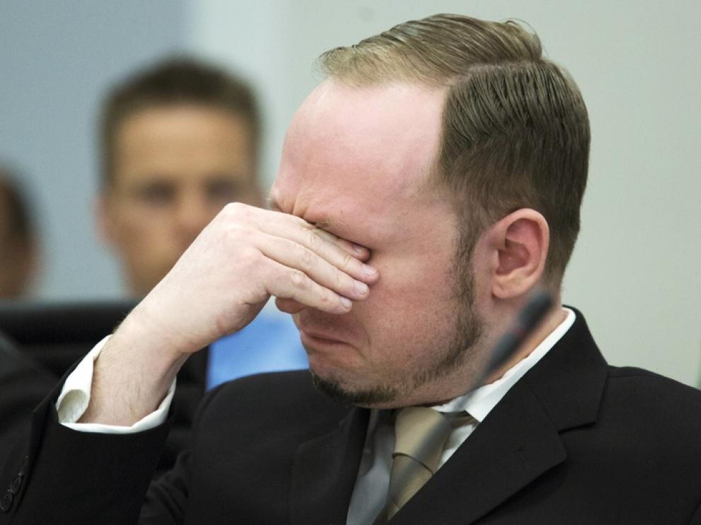 Breivik llora de emoción en el juicio