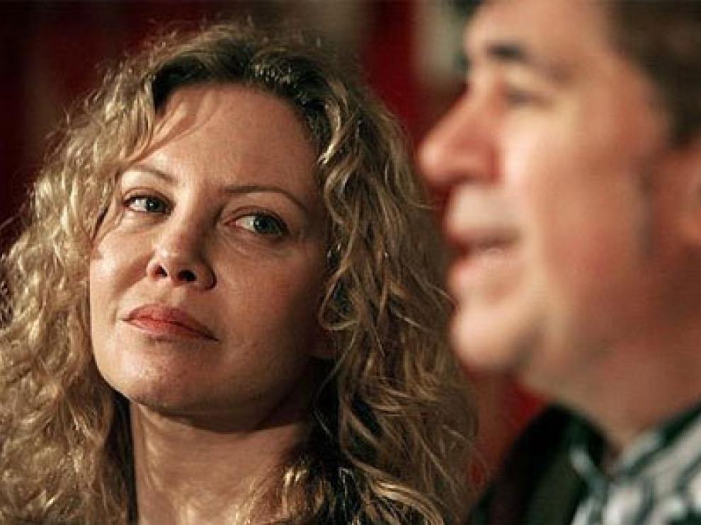 La actriz Cecilia Roth, junto al cineasta español, Pedro Almodóvar, en una imagen de archivo.