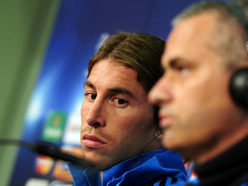 José Mourinho y Sergio Ramos en una rueda de prensa en vísperas al partido ante el Bayer de Munich.