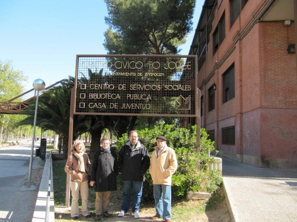 Ana San Agustín (trabajadora del centro), Pilar González (directora), Rafael Tejedor (AV Arrabal) y Juanjo Jordá (AV Picarral)