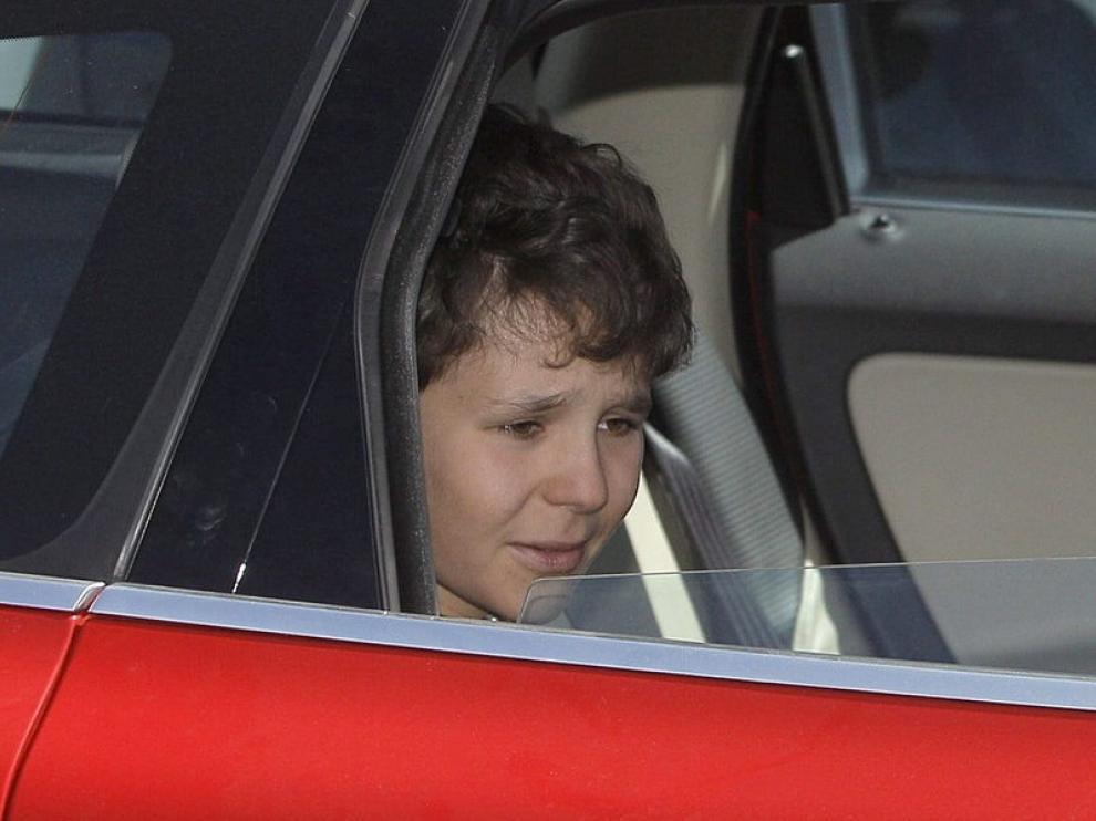 El hijo de la infanta Elena, Felipe Juan Froilán, a su salida del hospital