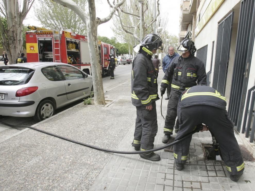 Humo en la calle Juan XXIII de Huesca