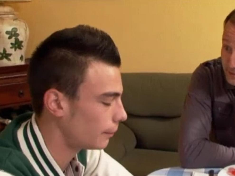 'Hermano mayor' ayuda a un joven que desprecia a su madre