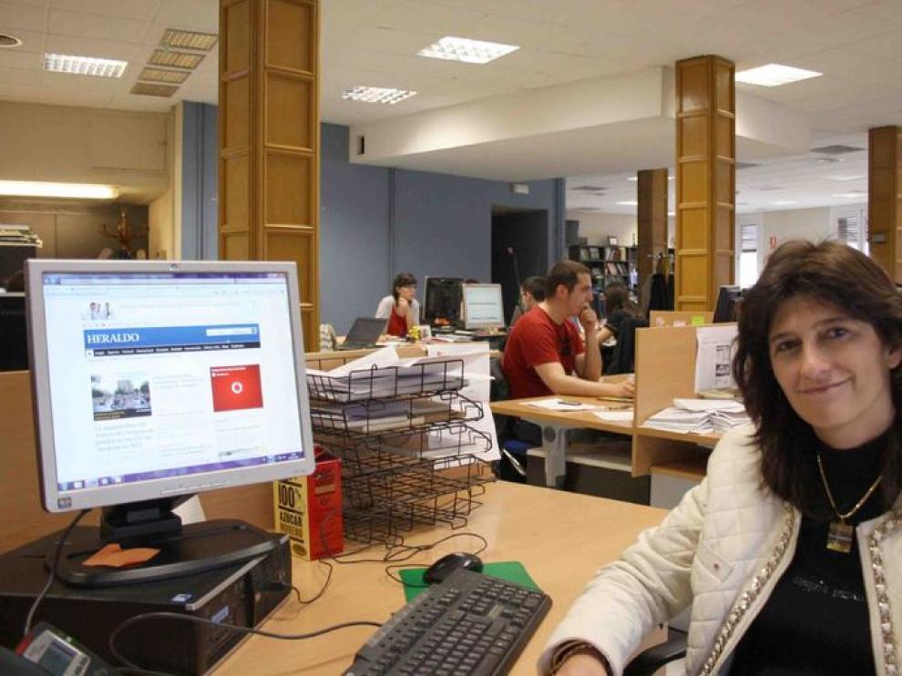 Carmen Dueso en la redacción de Heraldo.es