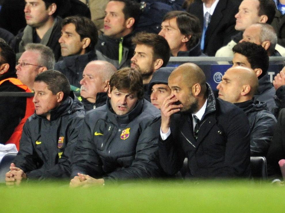 Pep Guardiola se muestra inquieto en el banquillo.