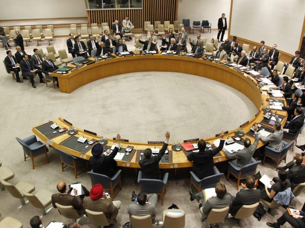 Los miembros del Consejo de Seguridad autorizan el envío de 300 observadores desarmados a Siria.