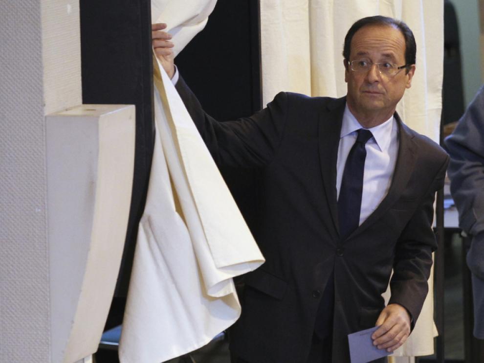 François Hollande, votando en Tulle