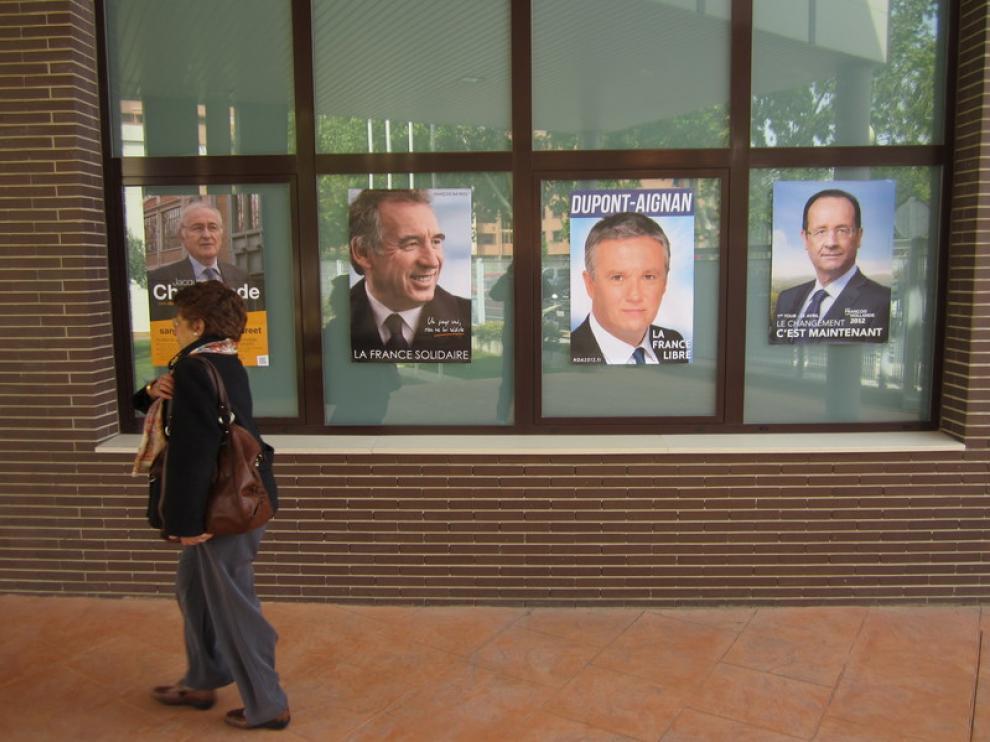 Varios carteles en la fachada del Moliére