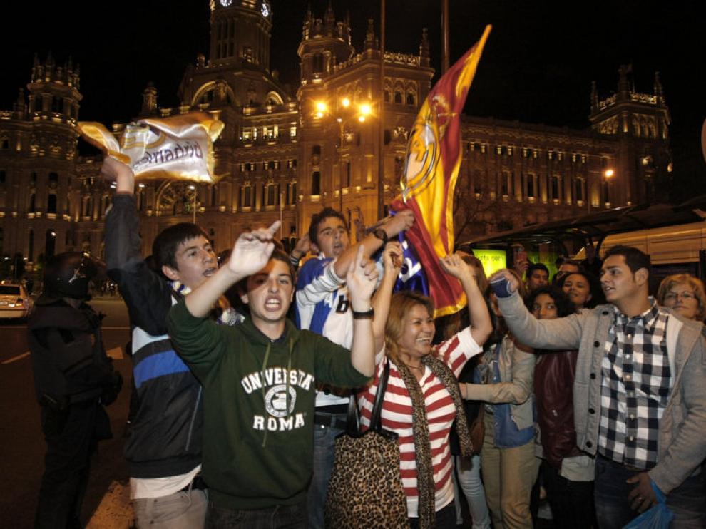 Algunos de los seguidores del Real Madrid cantaban el alirón en Cibiles
