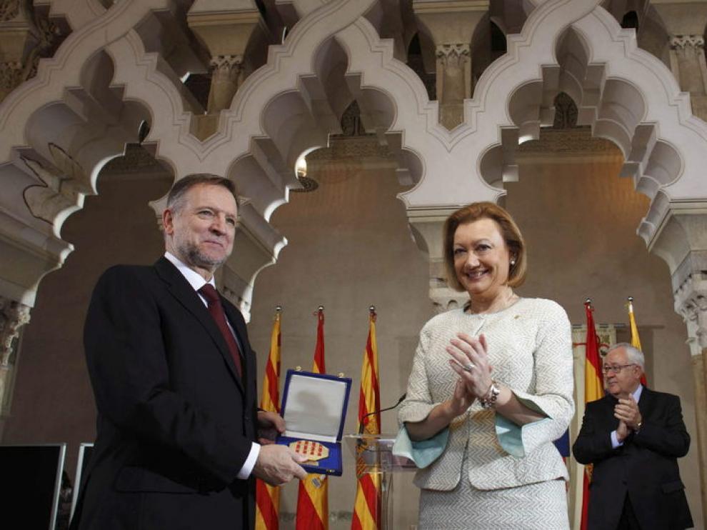 Rudi entrega a Iglesias la Medalla de Aragón