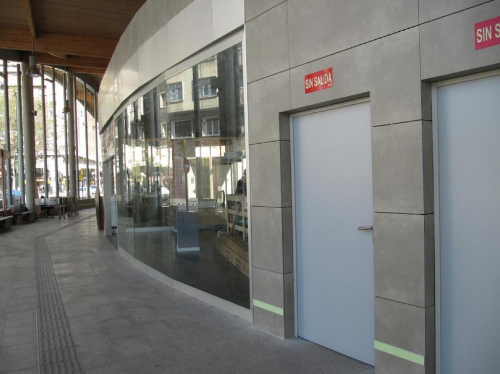 Los aseos de la estación de Goya, cerrados y sin cartel