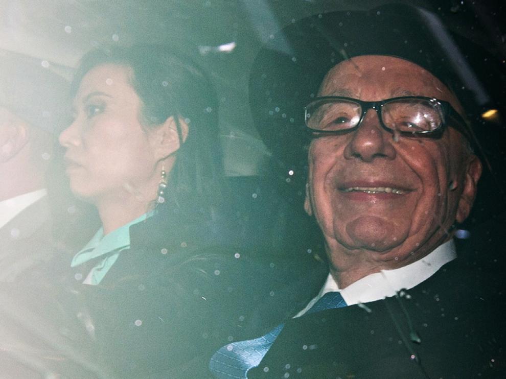 Rupert Murdoch llegando a los juzgados