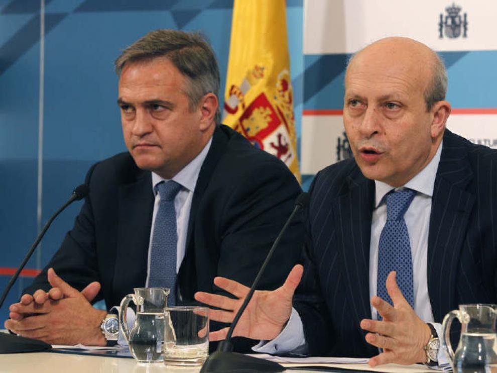 El ministro de Educación, Cultura y Deporte, José Ignacio Wert, junto a José Luís Astiazarán.