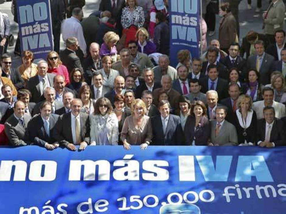 Campaña 'No más IVA' del PP, con Esperanza Aguirre a la cabeza, en 2010