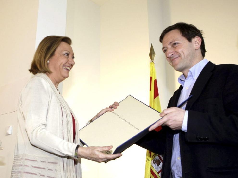 El escritor Ignacio Martinez de Pisón recibe, en Zaragoza, el Premio de las Letras Aragonesas 2011