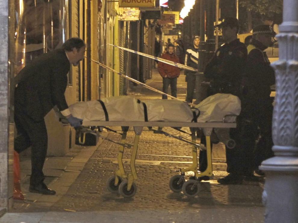 La Policía retira el cuerpo del adolescente fallecido