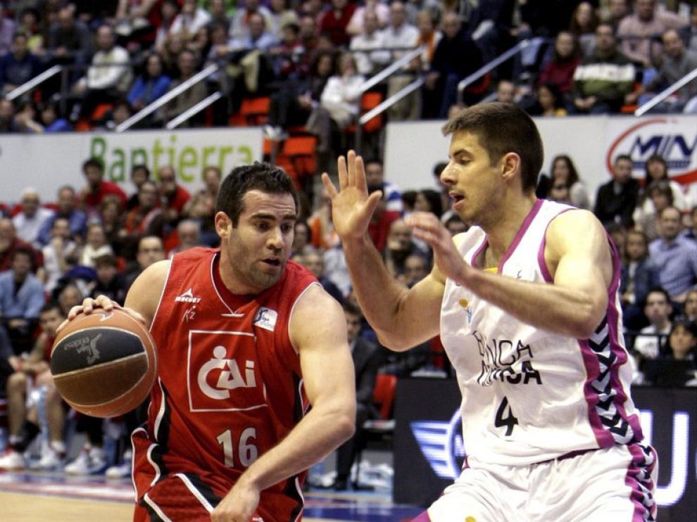 Cabezas intenta superar al escolta serbio Milenko