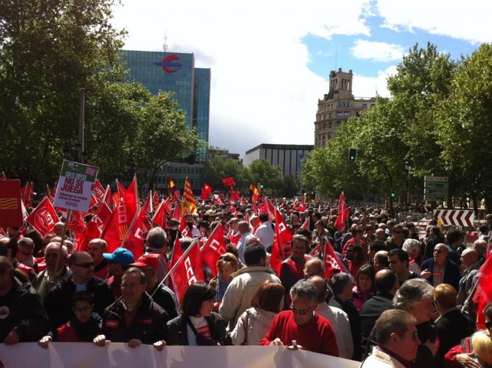 Cientos de personas se han dado cita en la manifestación en Zaragoza