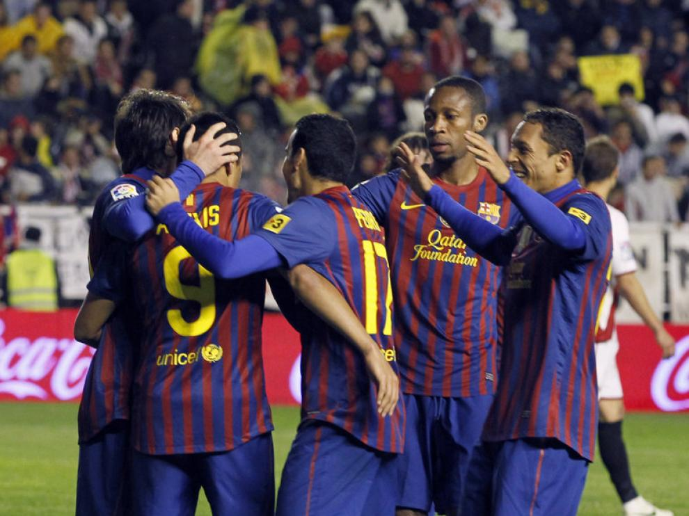 Los jugadores del FC Barcelona celebran uno de los tantos marcados.