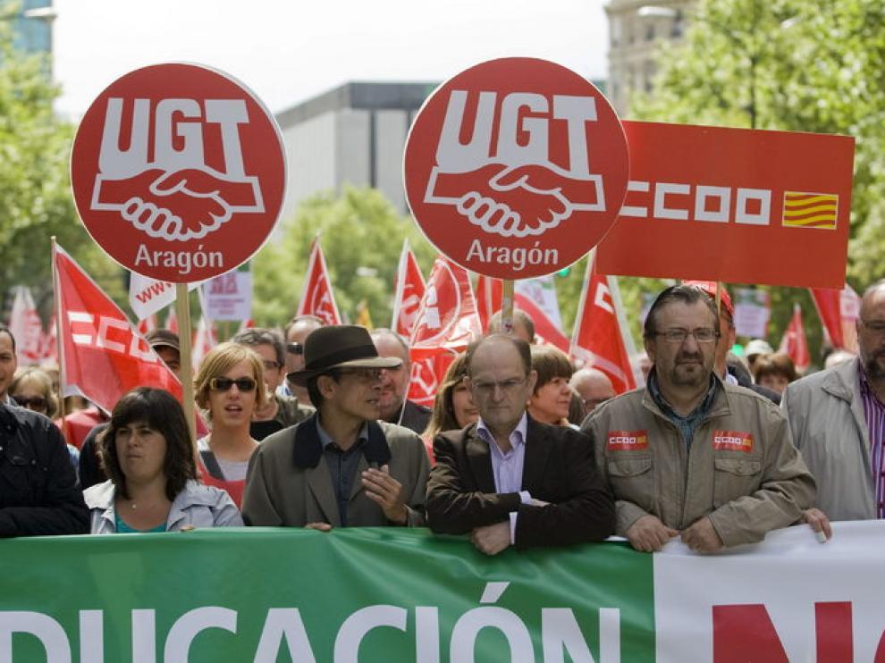 Julián Loriz (c) y Julián Buey (2d), durante la manifestación de este domingo