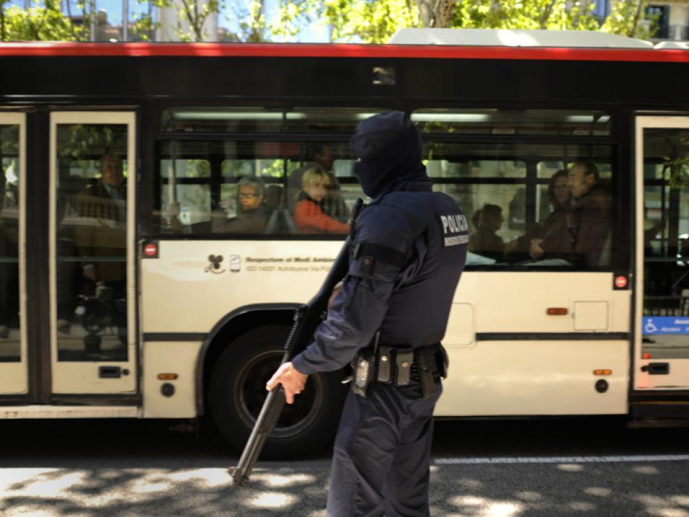 Patrulla de un Mosso de Esquadra en Barcelona
