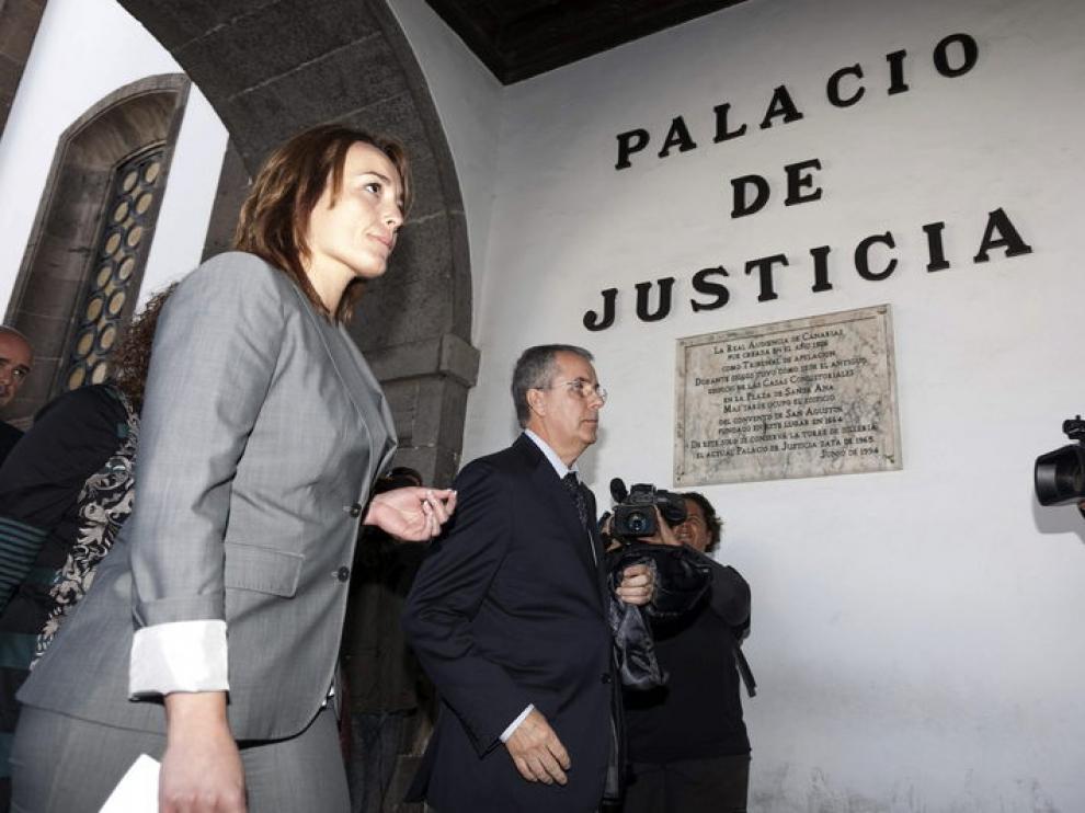 El abogado de los 58 afectados por el caso entra en el juzgado esta mañana