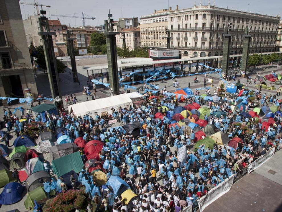 Acampada en la plaza del Pilar, en junio de 2011