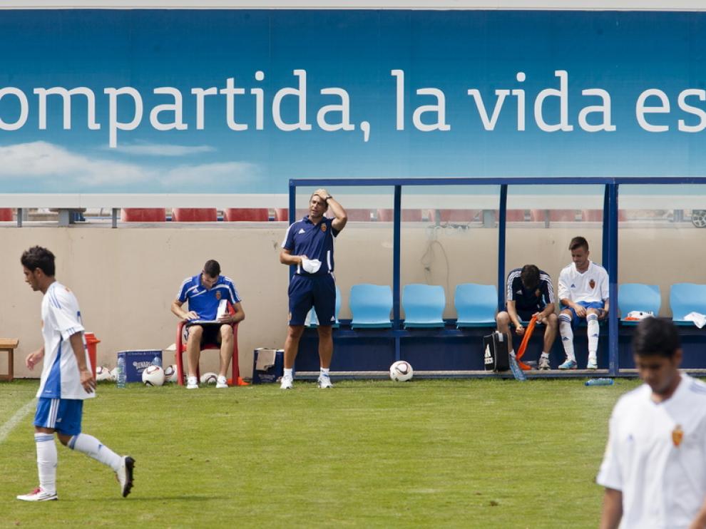 Esnáider dirige al Zaragoza B durante un partido