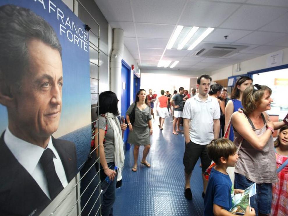 Los ciudadanos franceses votan un colegio de Hong Kong