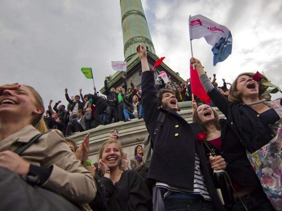 Simpatizantes de Hollande celebran la victoria socialista