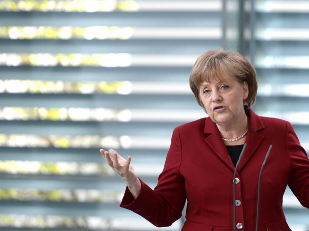Merkel salva la cara