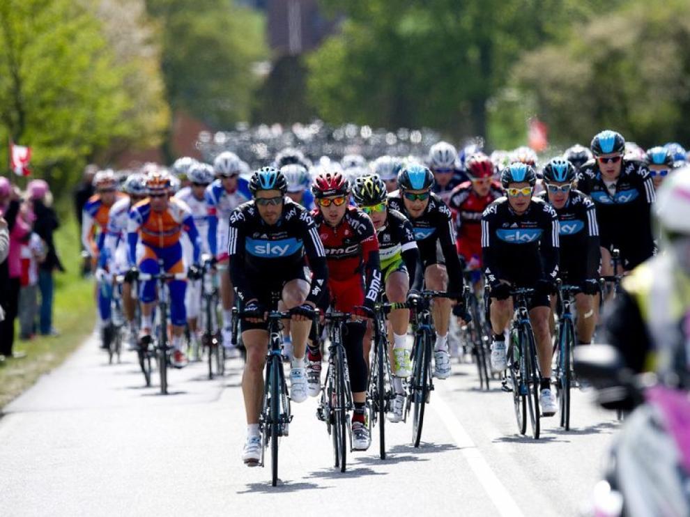 El pelotón, durante la tercera etapa del Giro de Italia