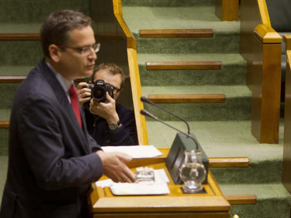 Foto de archivo de Basagoiti y López en un pleno del Parlamento vasco