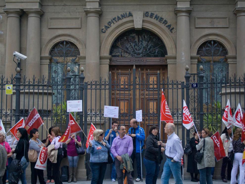 Concentración de trabajadores frente a Capitanía General