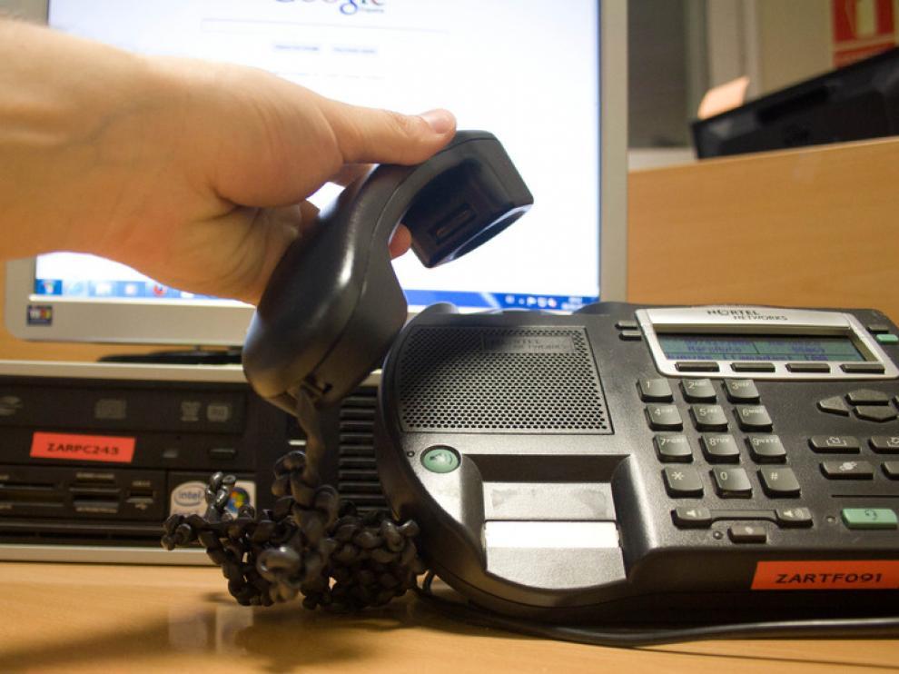 La guía editada por el Gobierno de Aragón incluye las estafas telefónicas entre las más habituales.
