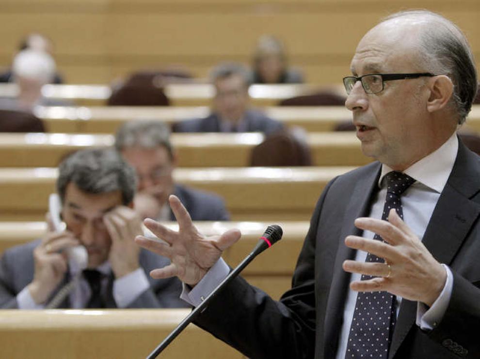 Cristóbal Montoro, durante la sesión de control al Gobierno en el pleno del Senado.